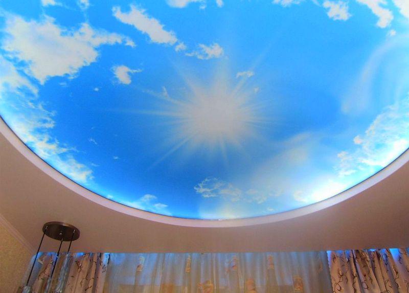 фото натяжного потолка с фотопечатью неба